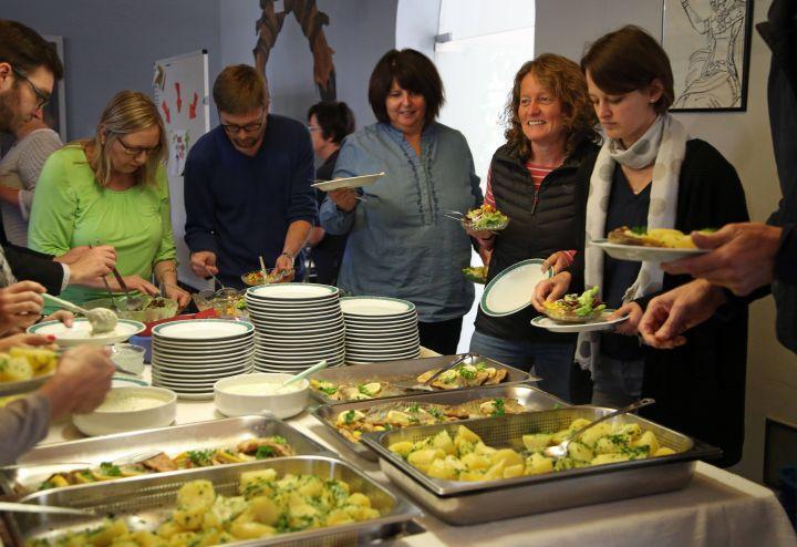 Rund 35 Personen kamen zum diesjährigen Eat-In in das Kilianeum-Haus der Jugend.