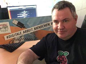 Stefan Feeser aus dem KAB-Ortsverband Karlstein-Dettingen beteiligte sich Online am Aktionstag #digitale_arbeit_menschen_würdig. Er arbeitet gerne im Home Office, weil er so mehr Zeit für die Familie hat.