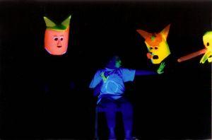 """Jubiläumsveranstaltungen zu 20 Jahre """"Theater Augenblick - Ein außergewöhnliches Theater"""" bei den Mainfränkischen Werkstätten in Würzburg: Szene aus dem Stück """"Traumgeschenke"""", das 1998 seine Premiere feierte."""