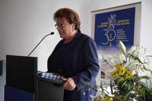 Die langjährige Landtagspräsidentin Barbara Stamm berichtete, dass sie gerne Pilger an den Zielorten empfange.