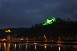 """Wie im vergangenen Jahr wird auch 2018 am 30. November die Würzburger Festung im Rahmen der Aktion """"Cities for Life"""" der Gemeinschaft Sant'Egidio wieder grün angestrahlt - als Appell für die weltweite Abschaffung der Todesstrafe."""