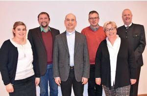 Treffen mit Bischof Dr. Franz Jung (3. von links). Von links: die MAV-Mitglieder Lissi Wehner, Burkhard Pechtl, Wolfgang Keller und Dorothea Weitz. Rechts Personalleiter Ordinariatsrat Thomas Lorey.