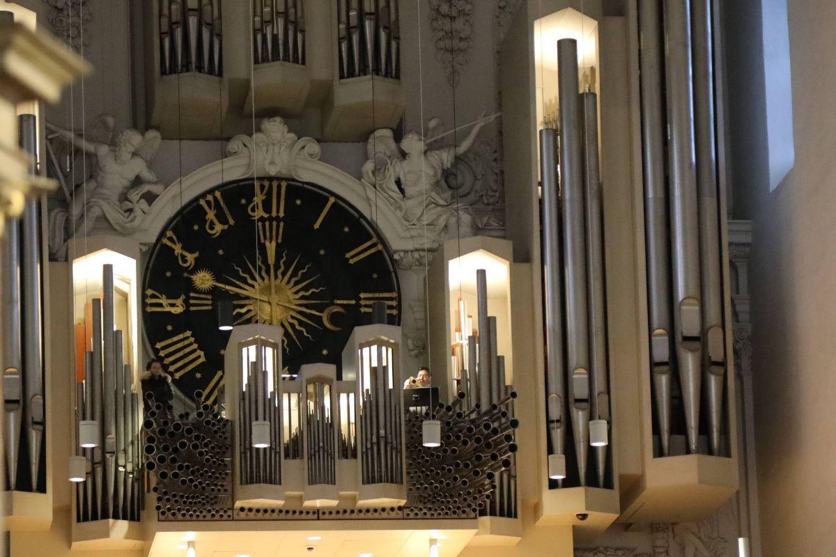Bei einem Gottesdienst im Würzburger Kiliansdom weihte Bischof Dr. Franz Jung Frank Elsesser zum Diakon.