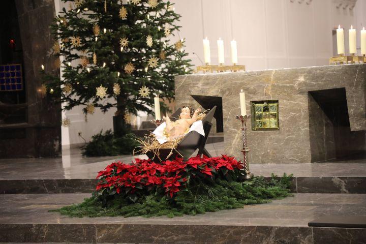 Der Fernsehsender Bibel-TV überträgt am ersten Weihnachtstag, 25. Dezember, live den Pontifikalgottesdienst mit Bischof Dr. Franz Jung aus dem Würzburger Kiliansdom.