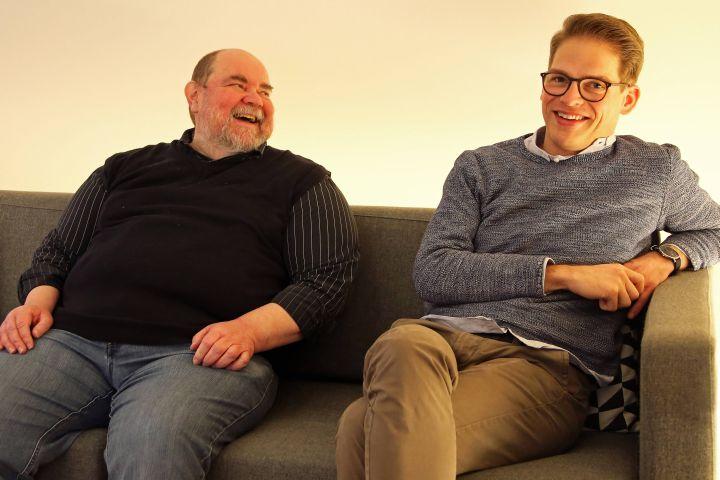 Prior Pater Lukas Schmidkunz (links) und Prokurator Bruder Marcel Holzheimer erzählen, wie sich die Augustiner in Würzburg auf Weihnachten vorbereiten.