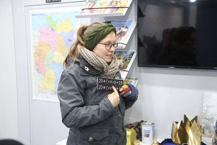 Leonie Willicks erklärt, wer die Sternsinger sind und wofür sie jedes Jahr Spenden sammeln.