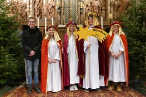 Jakob Link mit seinen Sternsingern (von links) Anna Heinz, Elea Huller, Moritz Kissel und Robin Ziegler.