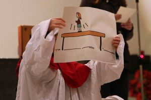 Diözesane Aussendungsfeier der Sternsinger im Bistum Würzburg: Anhand von Beispielen machen die Kinder deutlich, dass alle Menschen Stärken und Schwächen haben.