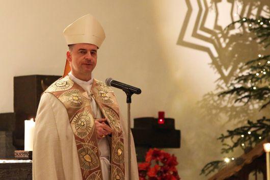 """Diözesane Aussendungsfeier der Sternsinger im Bistum Würzburg: """"Wir sind gerufen, miteinander Solidarität zu üben"""", sagt Bischof Dr. Franz Jung in seiner Predigt beim Gottesdienst in der Pfarrkirche Sankt Josef."""