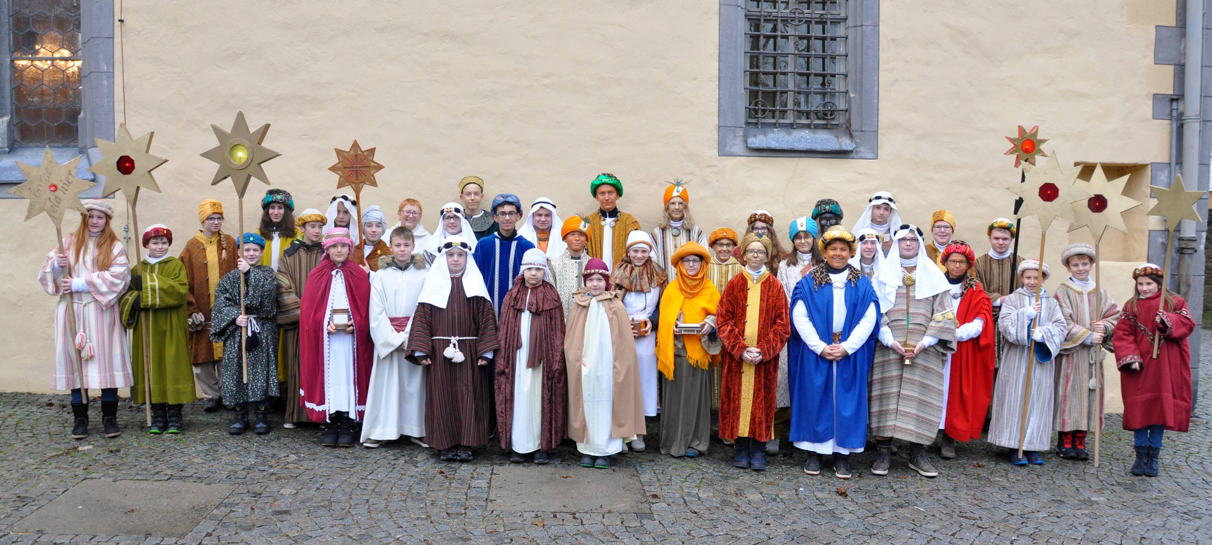 Am Dreikönigstag brachten Sternsinger aus Brüchs, Fladungen, Leubach, Oberfladungen und Rüdenschwinden (alle Dekanat Bad Neustadt) den Segen in die Häuser der Oberen Rhön.