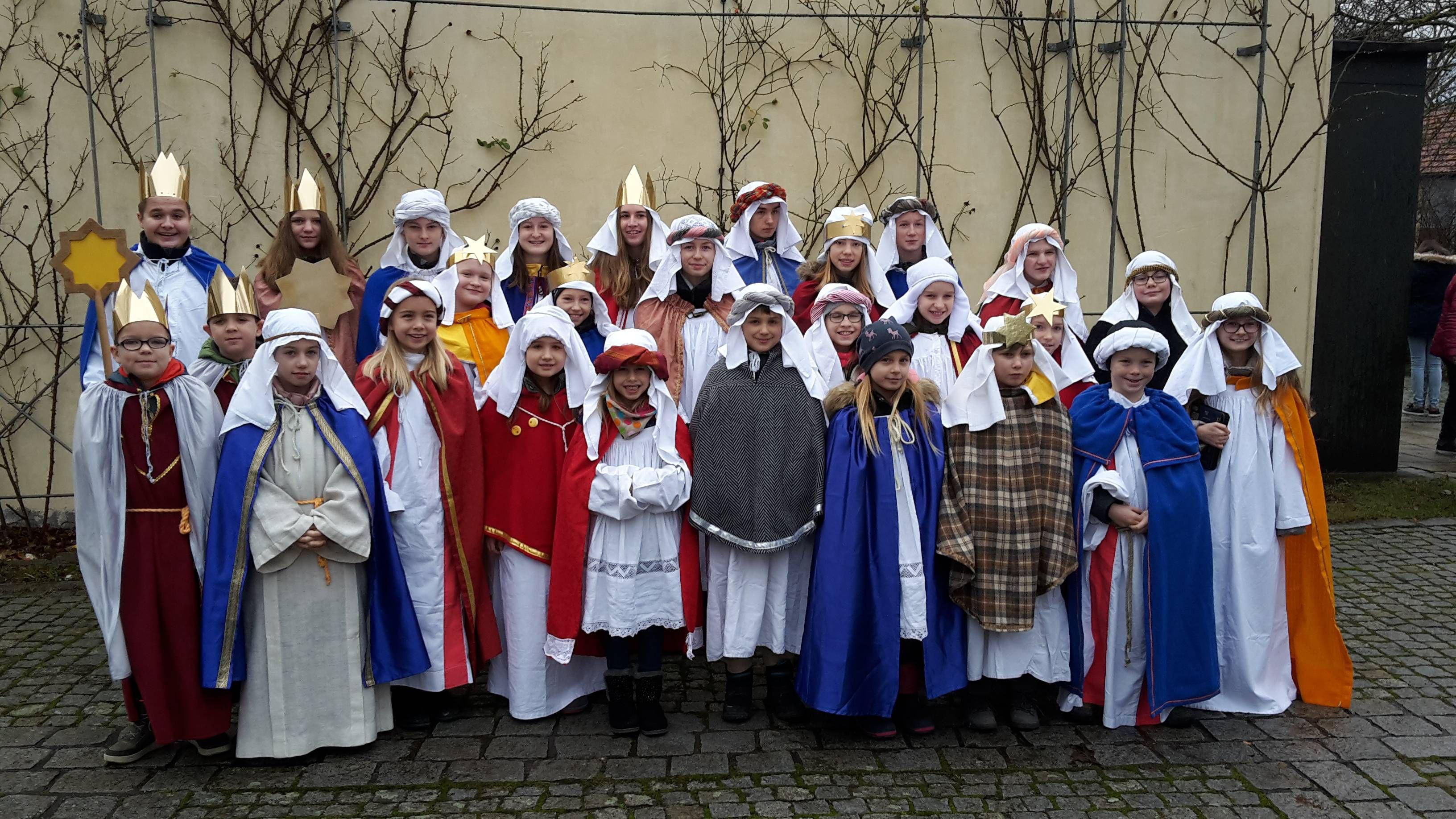 27 Kinder aus Eschenau und Westheim (beides Dekanat Haßberge) machten sich in den beiden Dörfern auf den Weg um die Sternsingeraktion zu unterstützen.
