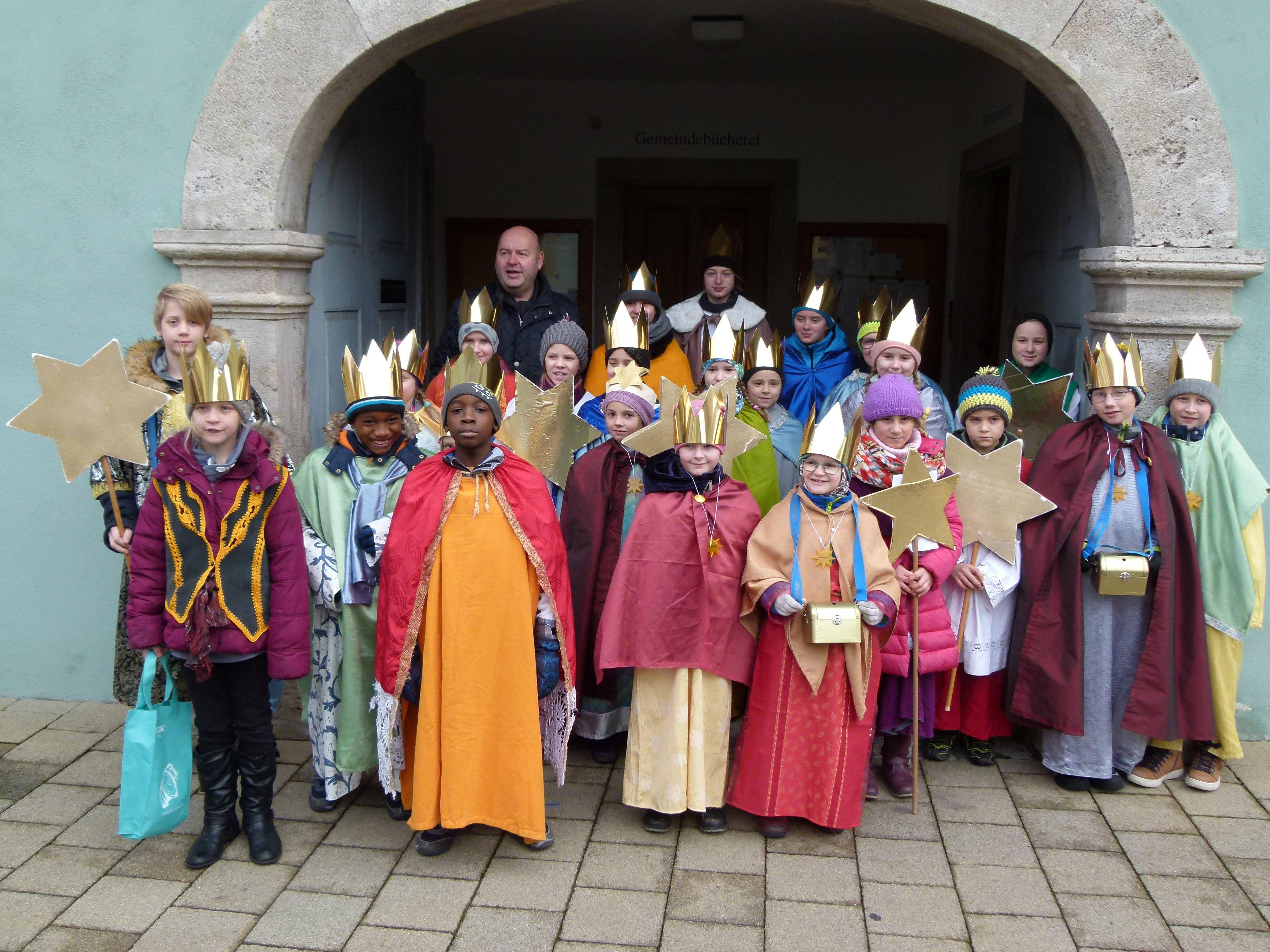 28 Kinder und Jugendliche waren mit sieben Gruppen am Dreikönigstag in Mainstockheim (Dekanatz Kitzingen) im Einsatz.