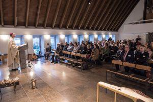 Bischof Dr. Franz Jung feierte mit den Pastoralreferentinnen und -referenten einen Gottesdienst in der Hauskapelle des Exerzitienhauses Himmelspforten.