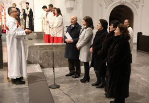 Syrisch-orthodoxe Christen beteten das Vaterunser auf Aramäisch vor.