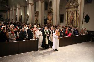 Rund 500 Menschen feierten den ökumenischen Gottesdienst im Kiliansdom mit.