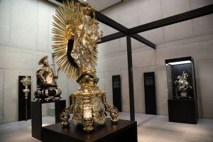 """Die Sonderausstellung """"Strahlkraft"""" im Würzburger Museum am Dom zeigt Silberfiguren aus der ganzen Diözese."""