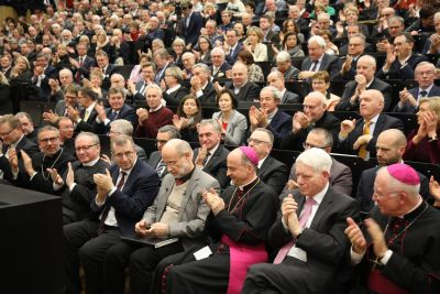 Die Gäste des Würzburger Diözesanempfangs 2019 spendeten dem Festredner Professor Dr. Harald Lesch großen Applaus.