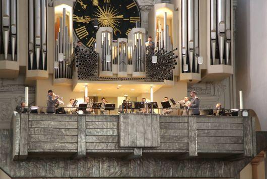 Das Blechbläserensemble des Heeresmusikkorps Veitshöchheim begleitete den Gottesdienst musikalisch.
