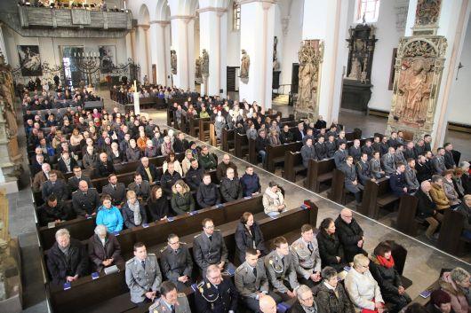 """""""Gute Politik steht im Dienst des Friedens"""", lautete das Leitwort zum Gottesdienst, zu den rund 360 Soldaten, deren Angehörige und Zivilbeschäftigte der Bundeswehr gekommen sind."""