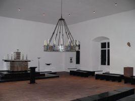 Rudolf Schwarz, einer der bekanntesten Kirchenbaumeister der Neuzeit war ab 1924 Rothenfelser Burgarchitekt. Burgkapelle (Foto) und Rittersaal hat er im Bauhausstil arrangiert