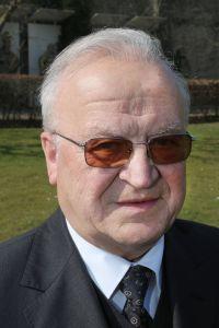 Pfarrer i. R. Ernst Bach.