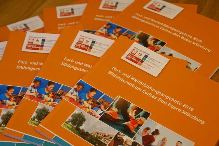 Das neue Fort- und Weiterbildungsprogramm der Caritas-Don Bosco gGmbH ist erschienen und liegt in Würzburg und Gadheim aus.