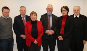 Der Vorstand des Würzburger Diözesangeschichtsvereins ist wieder komplett. Bei der Mitgliederversammlung am Freitag, 8. Februar, wurden Professor Dr. Enno Bünz (3. von rechts) und Katrin Schwarz (2. von rechts) einstimmig zum stellvertretenden Vorsitzenden beziehungsweise zur Schriftführerin gewählt. Außerdem auf dem Foto (von links) Kassenprüfer Christoph Jaugstetter, Vorsitzender Professor Dr. Wolfgang Weiß, Kassenprüferin Dr. Ingrid Heeg-Engelhart und Kassier Professor Dr. Franz Feineis.