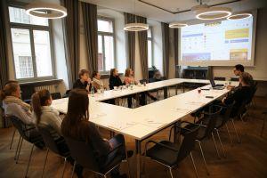 """Die Auszubildenden im Bistum Würzburg haben an einer Online-Schulung, einem sogenannten Webinar, zum Thema """"Social Intranet"""" teilgenommen."""