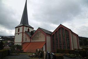 Die Pfarrkirche Sankt Bartholomäus in Motten.