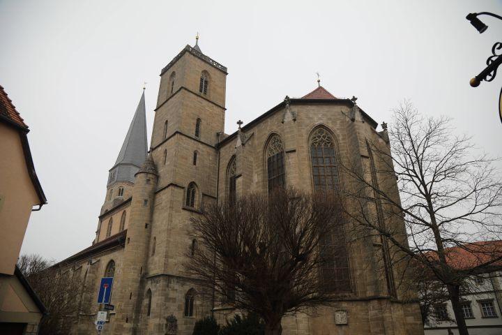 Die Pfarrkirche Maria Magdalena in Münnerstadt vom Südosten her betrachtet.