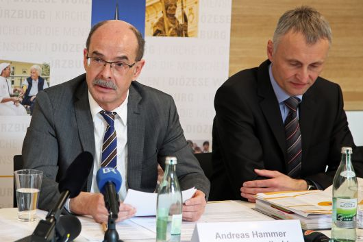 Haushaltspressekonferenz 2019 der Diözese Würzburg: Kommissarischer Finanzdirektor Andreas Hammer (links) und Stefan Lanig, Leiter der Buchhaltung.