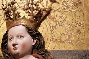 Der Kilians-Altar aus dem Historischen Museum Basel ist als Leihgabe im Museum für Franken in Würzburg zu sehen: Der Vergleich des Musters in der Blattgoldauflage mit anderen eingravierten Mustern brachte die Fachleute auf die Spur in die Region Württembergisch-Franken.