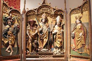 Der Kilians-Altar aus dem Historischen Museum Basel ist als Leihgabe im Museum für Franken in Würzburg zu sehen: Er zeigt (von links) die Heiligen Christophorus, Hieronymus, Kilian, Burkard und Dorothea.