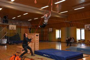 """Beim """"Flying Fox""""- Trapezsprung lernten die Schüler, ihre Ängste zu überwinden."""