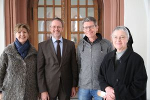Nutzen gerne das Angebot des spirituellen Impulses (von links): Irene Schneider, Martin Stapper, Dr. Donatus Bremer und Schwester Caritas Bretz.