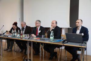 Bischof Dr. Franz Jung (2. von rechts) nahm erstmals an einer Versammlung des Diözesanrats teil und stellte sich den Fragen der Delegierten.