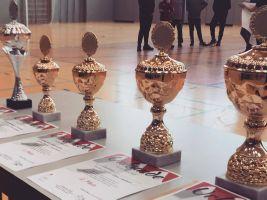 Für die Plätze eins bis vier sowie die fairste Mannschaft jeder Altersklasse gab es Siegerpokale.