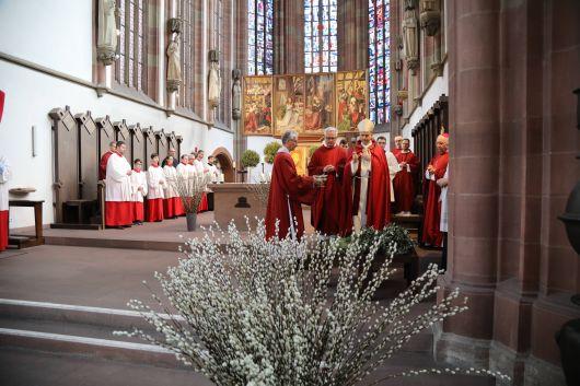 In der Marienkapelle segnete Bischof Dr. Franz Jung die Palmzweige.
