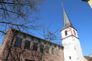 Das 2017 eröffnete Museum befand sich im Eingangsbereich der Pfarrkirche Sankt Johannes der Täufer in Karlburg.
