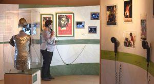 An zahlreichen Medienstationen kann sich der Besucher der Passionsgalerie in Sömmersdorf (Dekanat Schweinfurt-Nord) Filme ansehen.