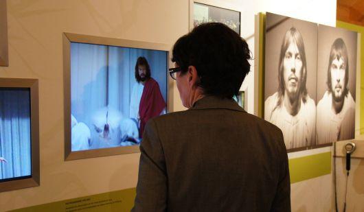 Filme und Fotos aus der 85-jährigen Geschichte der Fränkischen Passionsspiele in Sömmersdorf (Dekanat Schweinfurt-Nord) werden in der Passionsgalerie gezeigt.