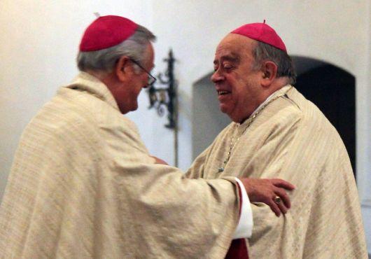 Gottesdienst am 9. April 2012 in der Seminarkirche Sankt Michael in Würzburg. Bischof Dr. Friedhelm Hofmann (links) und Bischof em. Dr. Paul-Werner Scheele.