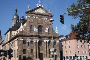 Ab Mittwochabend, 15. Mai, wird der Sarg von Bischof em. Dr. Paul-Werner Scheele in der Seminarkirche Sankt Michael in Würzburg aufgebahrt.