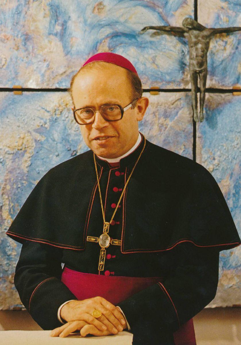 Bischof Paul-Werner Scheele (6.4.1928-10.5.2019) wurde von Papst Johannes Paul II. 1979 zum 87. Bischof von Würzburg berufen. Er leitete das Bistum bis in Jahr 2003.