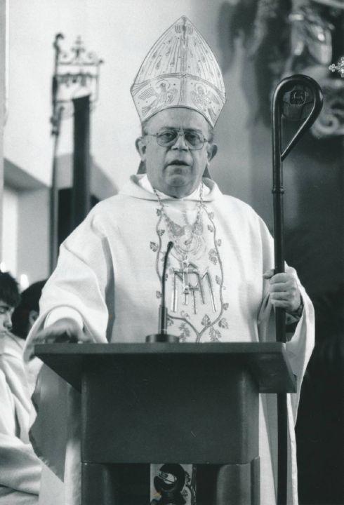 Bischof em. Paul-Werner Scheele bei der Feier zu 750 Jahre Pfarrei Knetzgau.