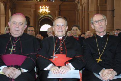"""Bei der Ökumenetagung """"Einheit vor uns"""" 2003 in Würzburg: Kardinal Walter Kasper zusammen mit Bischof Dr. Paul-Werner Scheele (links) und Erzbischof Alfons Nossol aus Oppeln (rechts)."""
