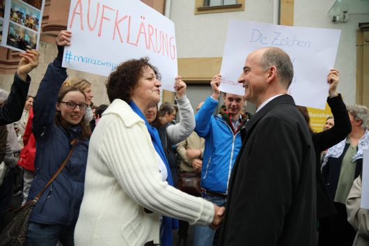 Der Austausch zwischen Edeltraud Hann, Vorsitzende des Katholischen Deutschen Frauenbunds im Bistum Würzburg, und Bischof Dr. Franz Jung war von gegenseitigem Respekt und Wohlwollen geprägt.