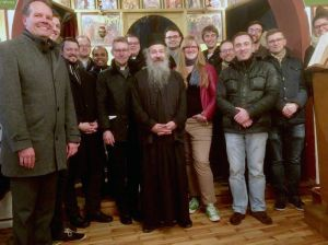 Gemeinsam mit dem Erzpriester Martinos Petzold haben Pastoralassistentinnen und -assistenten der (Erz-)Diözesen Bamberg, Eichstätt und Würzburg sowie Kapläne der Diözesen Bamberg und Würzburg in der Würzburger griechisch-orthodoxen Gemeinde eine Vesper gefeiert.