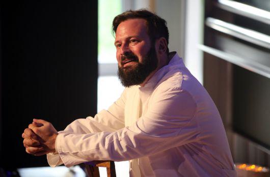 Sprechstunde der besonderen Art: Kai Christian Moritz bei seiner Darbietung des Lukas-Evangeliums als Monolog im Hörsaal des Würzburger Zentrums für Operative Medizin.