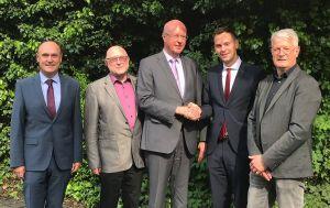 Den neuen Geschäftsführer der SBW-Bauträger- und Verwaltungs-GmbH, Alexander Krebs (2. von rechts), begrüßen (von links) der Interimsmanager Werner Philipp sowie Herbert Becker, Dr. Peter Oettinger und Werner Seifert vom Aufsichtsrat.
